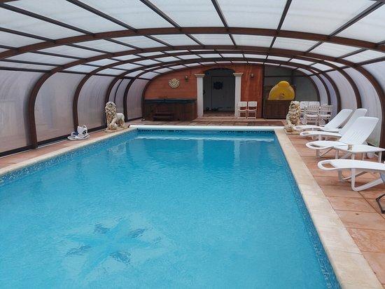 Nans-les-Pins, فرنسا: La piscine et le jaccuzzi