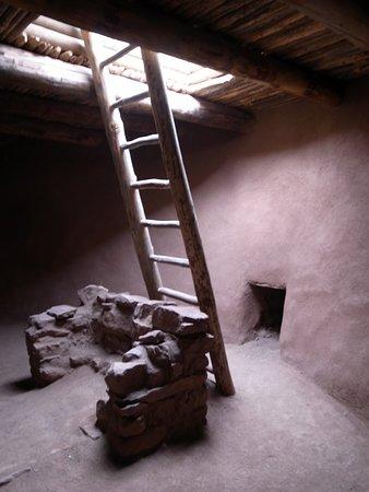 Pecos, Нью-Мексико: reconstructed kiva