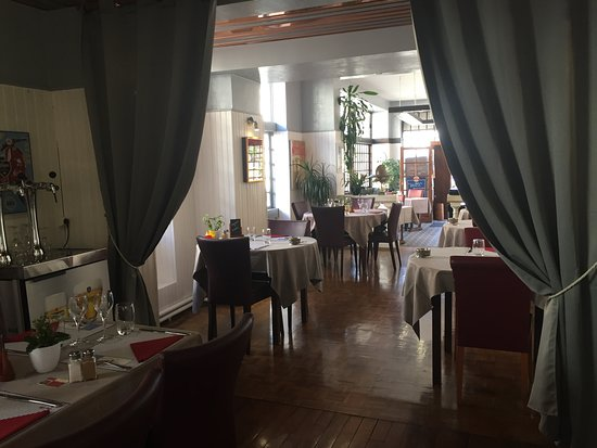 Chevreuse, Frankreich: Tables not too close together