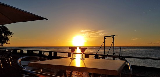 Heron Island, Australia: Wistari Terrace Sunset Cocktails