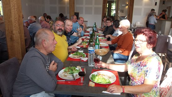 Douaumont, Frankreich: Peu de places vides...Donc, un restaurant déjà réputé depuis six mois d'ouverture.