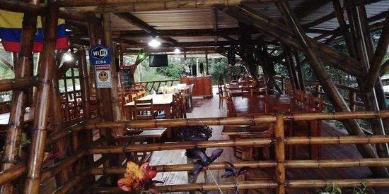 Cotundo, Equador: Restaurante de caña guadua