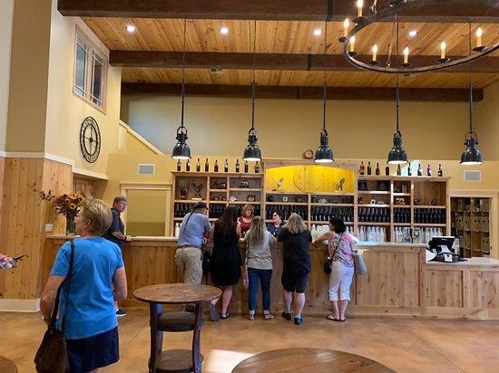 Jeff Runquist Wines: Back tasting bar