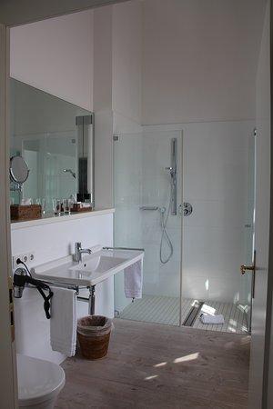 Badezimmer mit ebenerdiger Dusche im Vincke-Haus - Bild von ...