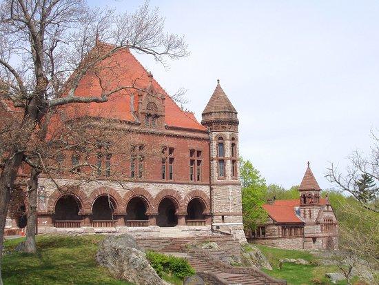 Oakes Ames Memorial Hall