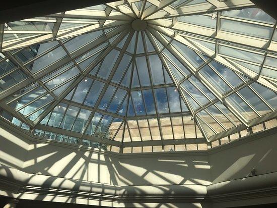 Tysons Corner, VA: Atrium in the lobby area of the hotel.