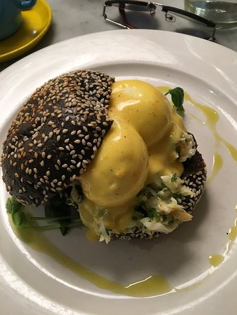 The Hardware Societe: Egg benedict on black bun with Lobster