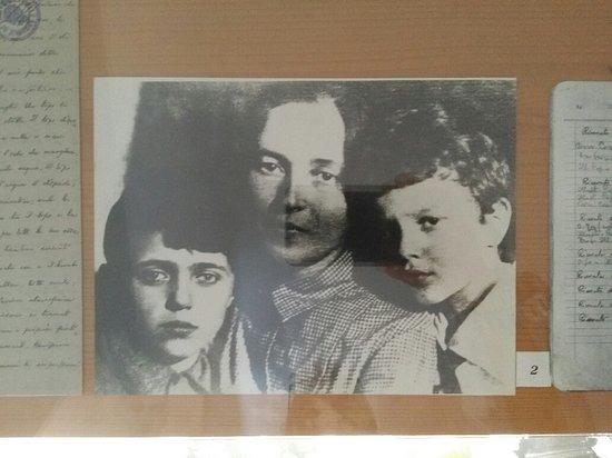 Ghilarza, Italia: Moglie e figli di Gramsci