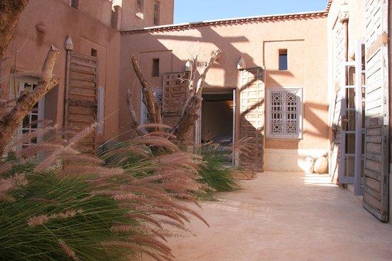 Oumnass, Morocco: Patio des chambres standard
