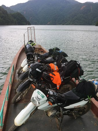 Freebird Adventures: A boat tour with bikes