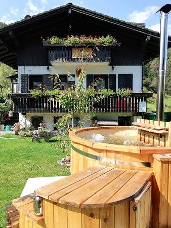 """Perarolo di Cadore, Italia: """"Spa Tinozza acqua calda per un momento di relax.Spa Tub with hot water for a moment of relax"""""""