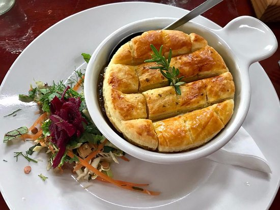 Boston, South Africa: Photo of our delicious venison pie and side salad!