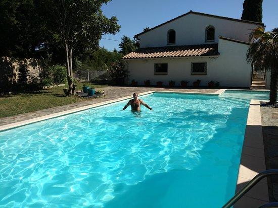 Conques-sur-Orbiel, France: Un régal, une fois dans l'eau...