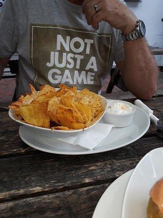 Chiddingly, UK: chilli nachos