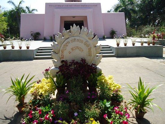 Purulia, Ινδία: Gayatri Mantra in front of Ramakrishna Temple