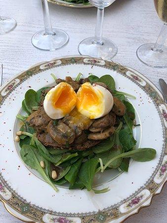 Cazeres, ฝรั่งเศส: Oeuf poché sur lit d'aubergine