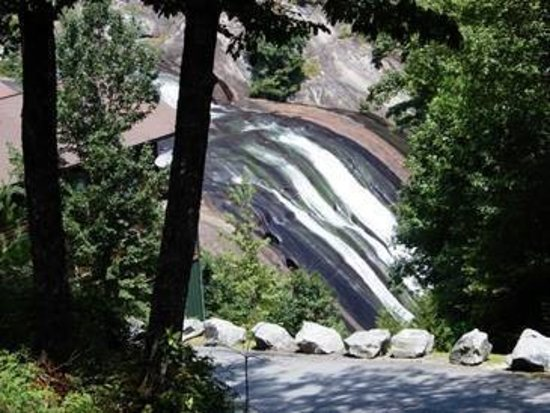 Lake Toxaway, NC: View of Toxaway Falls from Outdoor Dining Area