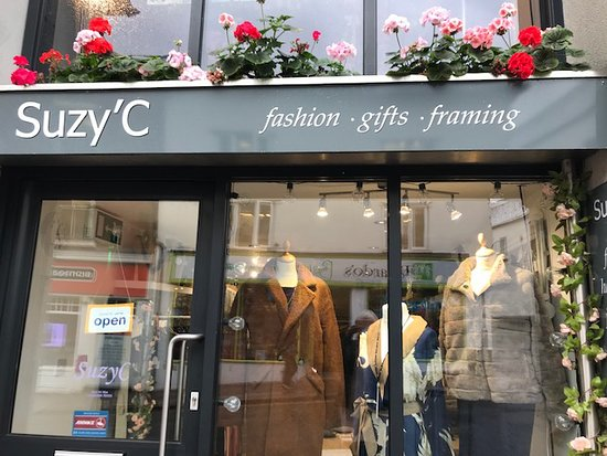 Ross-on-Wye, UK: Suzy'c  Boutique.  Small but perfectly formed. xx