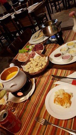 Donna Pinha: Fondue de queijo e chocolate