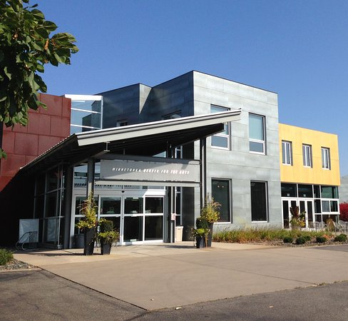Wayzata, MN: The Minnetonka Center for the Arts entrance