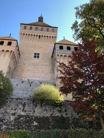 Vufflens-le-Chateau, Switzerland: Von Aussen