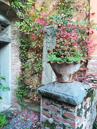 Strambinello, Italie : Un angolo del cortiletto