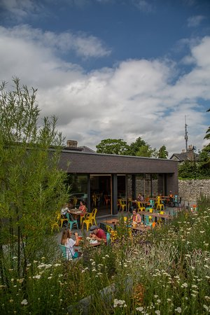 Clondalkin, Ireland: Eat out in the beautiful herbaceous gardens in our outdoor dining area.