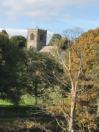 ‪‪Burnsall‬, UK: Burnsall Church - across the river‬