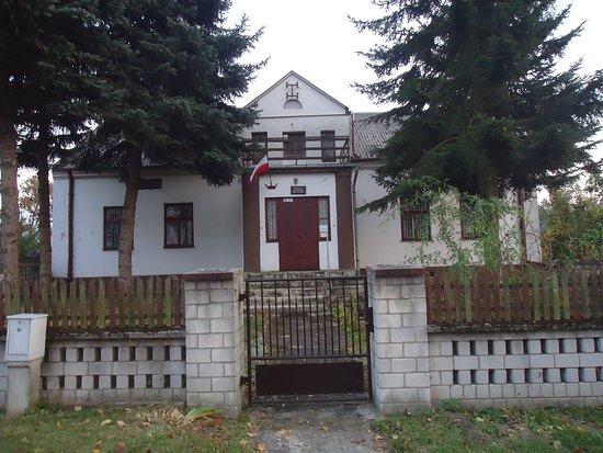 Bolimow, Poland: Dawna plebania zamieniona na muzeum .