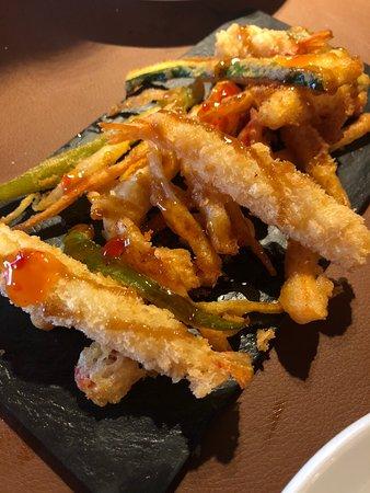 Ger, Spain: Tempura de verduras y langonistos con mermelada de pimiento rojo