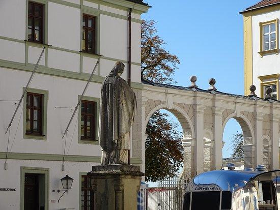 Denkmal fuer Otto von Freising