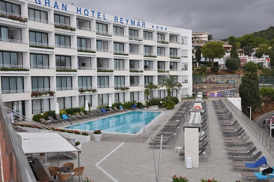 Pool and sea view rooms