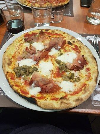 Vergato, Italie: 20181013_204720_large.jpg