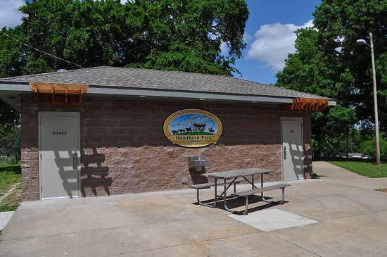 Leavenworth, KS: Restrooms at Hawthorn Park