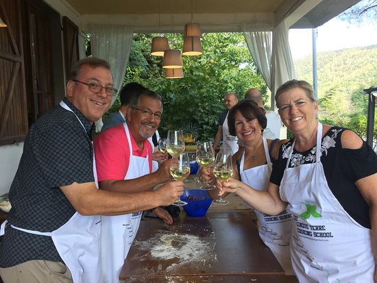 Cinque Terre Cooking School: Friends and wine.