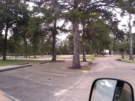 New Ulm, TX: These parking lots used to be filled to capacity this sad group of pictures were taken Oct 14, 2