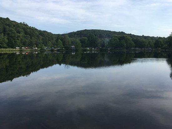 Catawissa, PA: Pretty lake to walk around!
