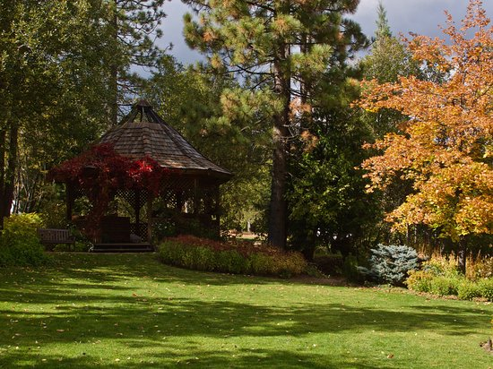 Tahoe City, CA: Maritime Museum Garden in October