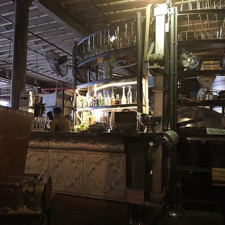 Interior Shot Of Steampunk Decor Bild Von Truth Coffee Hq