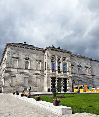 Galería Nacional de Irlanda en Merrion Square: Frente