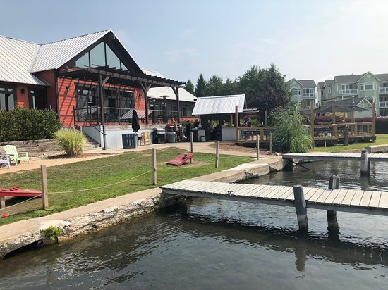 Elk Rapids, MI: Marina side of Riverwalk showing the outdoor eating deck.