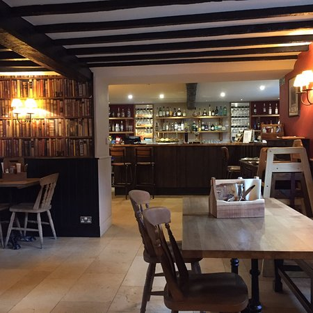 Lower Slaughter, UK: The Slaughters Country Inn Pub & Restaurant