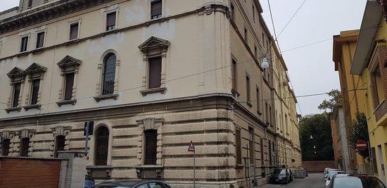Ex Casa del Fascio: prospetto visto da V.le Cavour, arteria cittadina n.1 di Ferrara