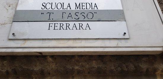 Ex Casa del Fascio: oggi Tasso ma la targa marmorea ricorda G. BOLDINI. Questa è storia e non si cancella