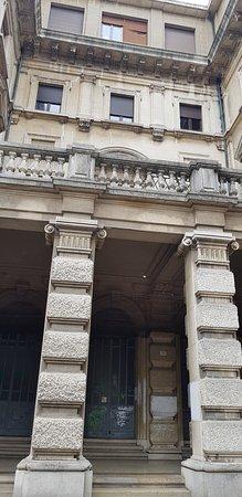Ex Casa del Fascio: particolare delle colonne
