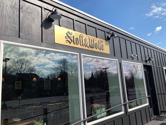 Stoll & Wolfe Distillery: Stoll & Wolfe Tasting Room Entrance
