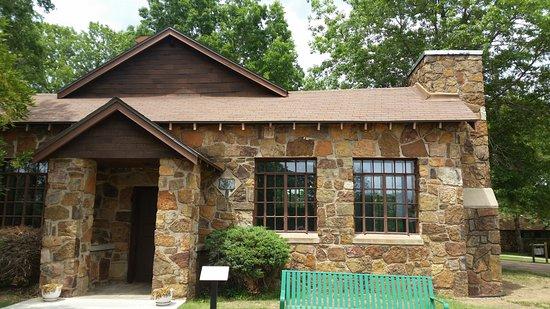 Sequoyah's Cabin Museum