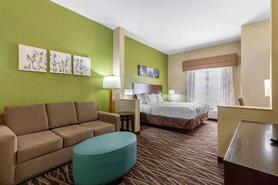 Millbrook, AL: Spacious guest room