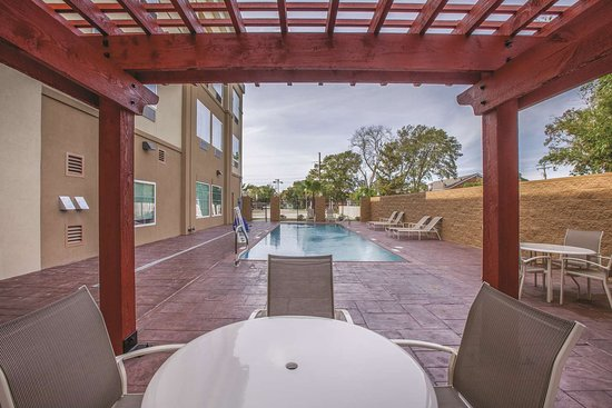 Westlake, LA: Pool view