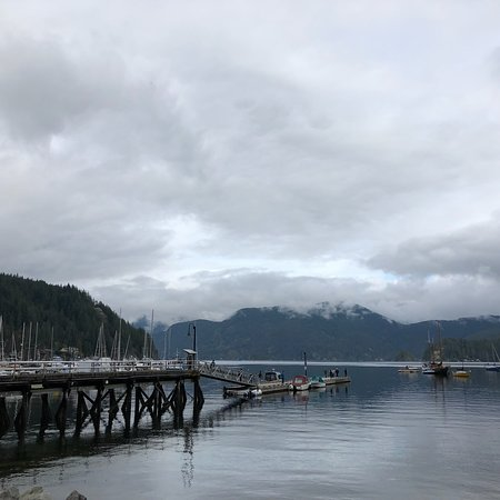 Deep Cove, Kanada: Clean and quiet park. Really nice view. You can kayak when it's warm